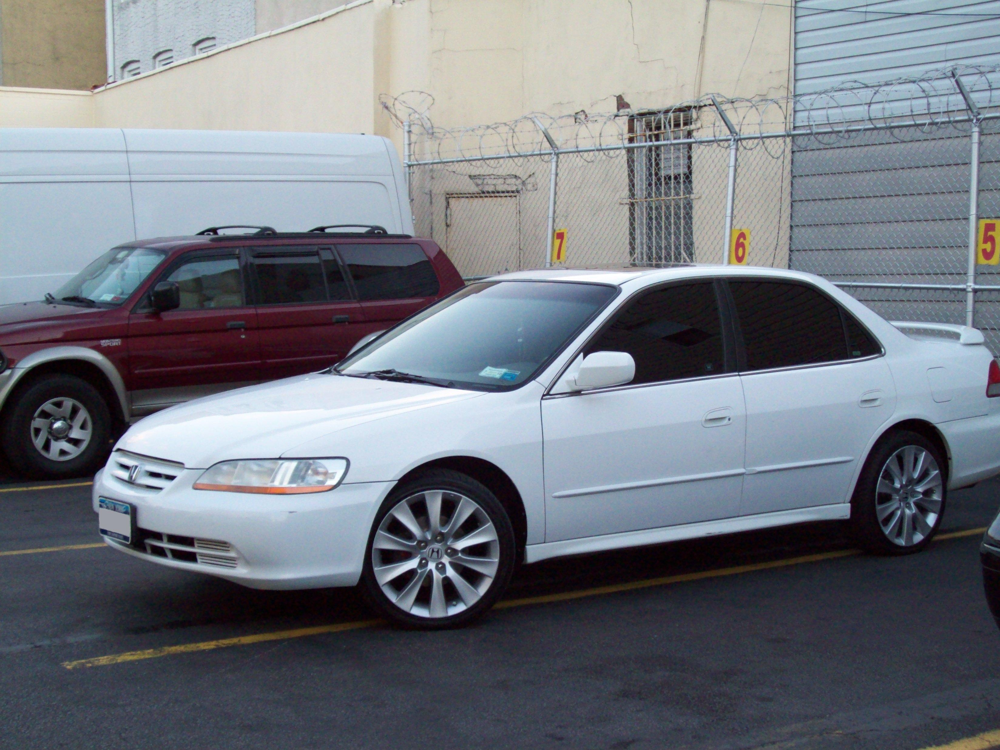 Details Specifications Dimensions Features. Manufacturer: Honda; Model:  Accord